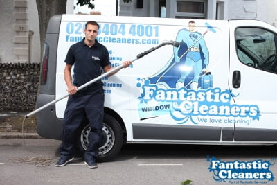 window cleaner holding water fed pole